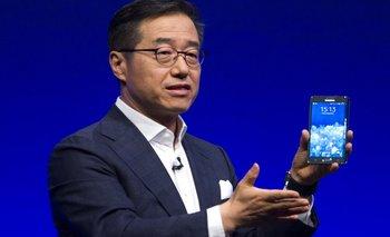 El vicepresidente ejecutivo de Samsung, DJ Lee, presenta la phablet Galaxy Note Edge