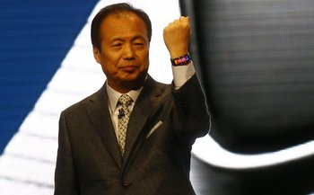 J.K. Shin presentando el primer reloj inteligente de Samsung, el Galaxy Gear, en el salón IFA de 2013