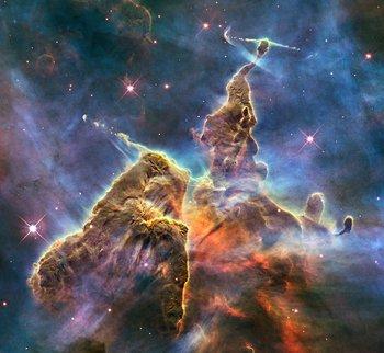 La Nebulosa de la Quilla (o de Carina) rodea varios cúmulos de estrellas entre las que se encuentran las más luminosas de la Vía Láctea