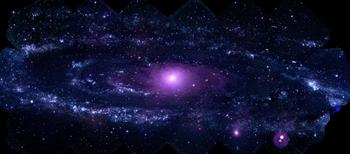 La galaxia de Andrómeda es una galaxia espiral gigante que constituye el objeto visible a simple vista más alejado de la Tierra. Es la más grande y brillante del Grupo Local, en la que también se ubica la Vía Láctea