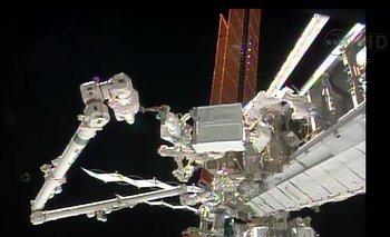 La EEI durante la caminata espacial de los astronautas Rick Mastracchio y Mike Hopkins para arreglar una falla en la estación