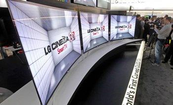 La TV OLED EA9800 de LG, presentada a principios de este año, es el primer televisor curvo de la industria