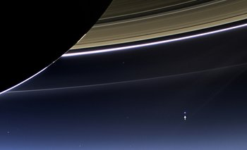 Ese pequeño punto señalado es la Tierra vista desde Saturno
