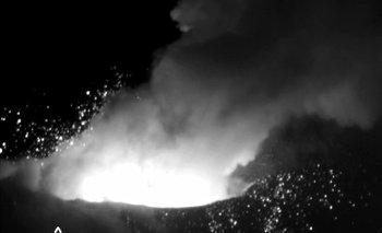 MEX02. XALITZINTLA (MÉXICO), 05/07/2013.- Fotografía cedida por la Marina Armada de México hoy, viernes 05 de julio de 2013, que muestra la actividad del volcán Popocatépetl. El Centro Nacional de Prevención de Desastres (Cenapred) analiza al volcán a partir de las tomas de los fragmentos incandescentes en su interior que logró captar la Secretaría de Marina con cámara infrarroja. EFE/SEMAR/SOLO USO EDITORIAL/MÁXIMA CALIDAD DISPONIBLE