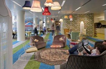 Siempre a la vanguardia del diseño, los ambientes en Google Londres son un ejemplo de buen gusto e innovación