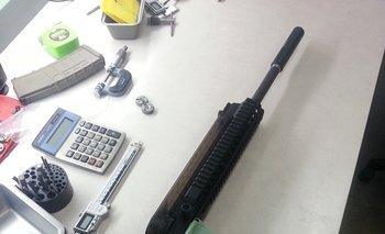 Cada parte del rifle es de plástico y fue impreso en 3D