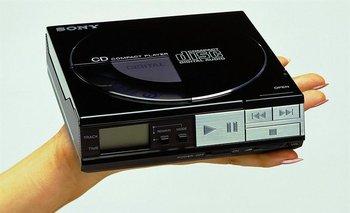 D-50 es el primer reproductor portátil de la serie Discman, lanzado en 1984 por Sony