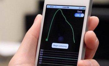 Para utilizar SpiroSmart, la persona debe sostener el smartphone a la altura de la boca y respirar siguiendo las ondas que aparecen en la pantalla