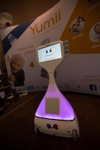 El robot Cutii de Yumii, que ofrece interacciones sociales y médicas a adultos mayores, fue presentado en la CES 2017
