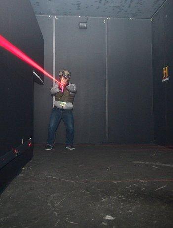 """Asistentes del CES experimentan el entrenamiento de visión nocturna militar con la nueva serie de HISTORY """"SIX"""""""