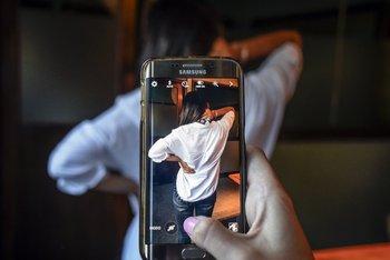 Resultado de imagen para cansancio por estar mirando el smartphone